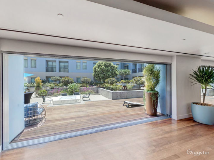 Epic Ballroom Foyer with Outdoor View Photo 3
