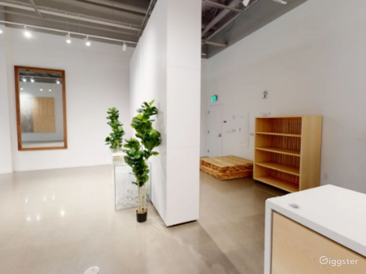 Nice and Bright Pop Up Retail Space Photo 4