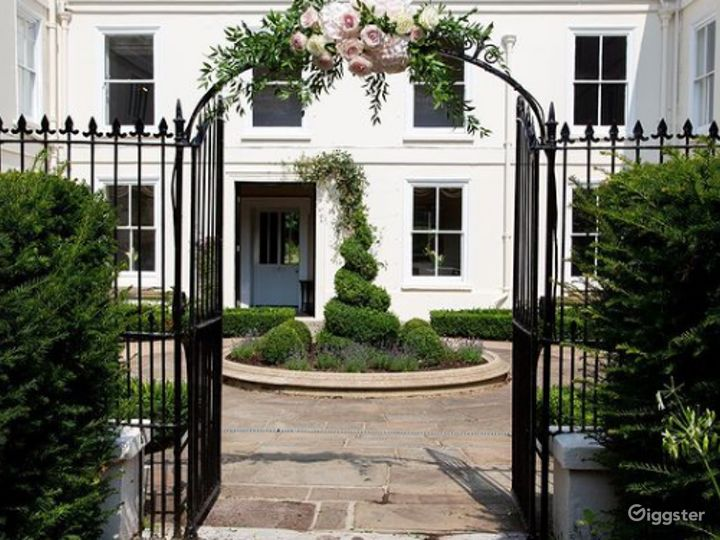 Amazing Garden and Courtyard setting in London Photo 5