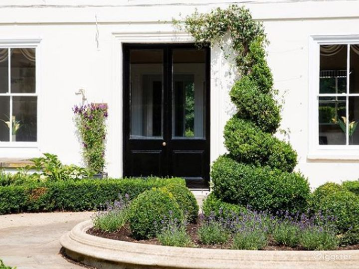 Amazing Garden and Courtyard setting in London Photo 4