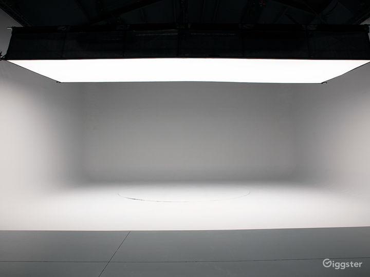 Show with optional Lightbank.