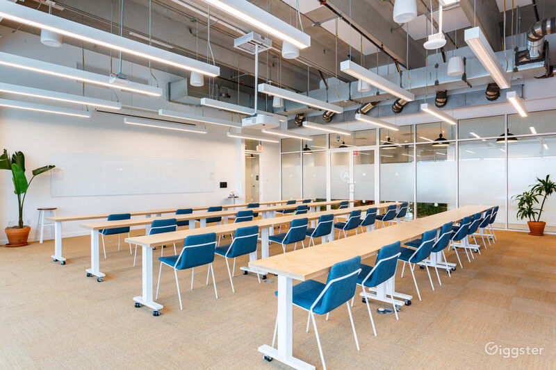 Flexible and Contemporary Meeting Room Photo 1