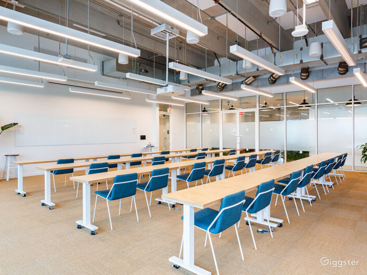 Flexible and Contemporary Meeting Room
