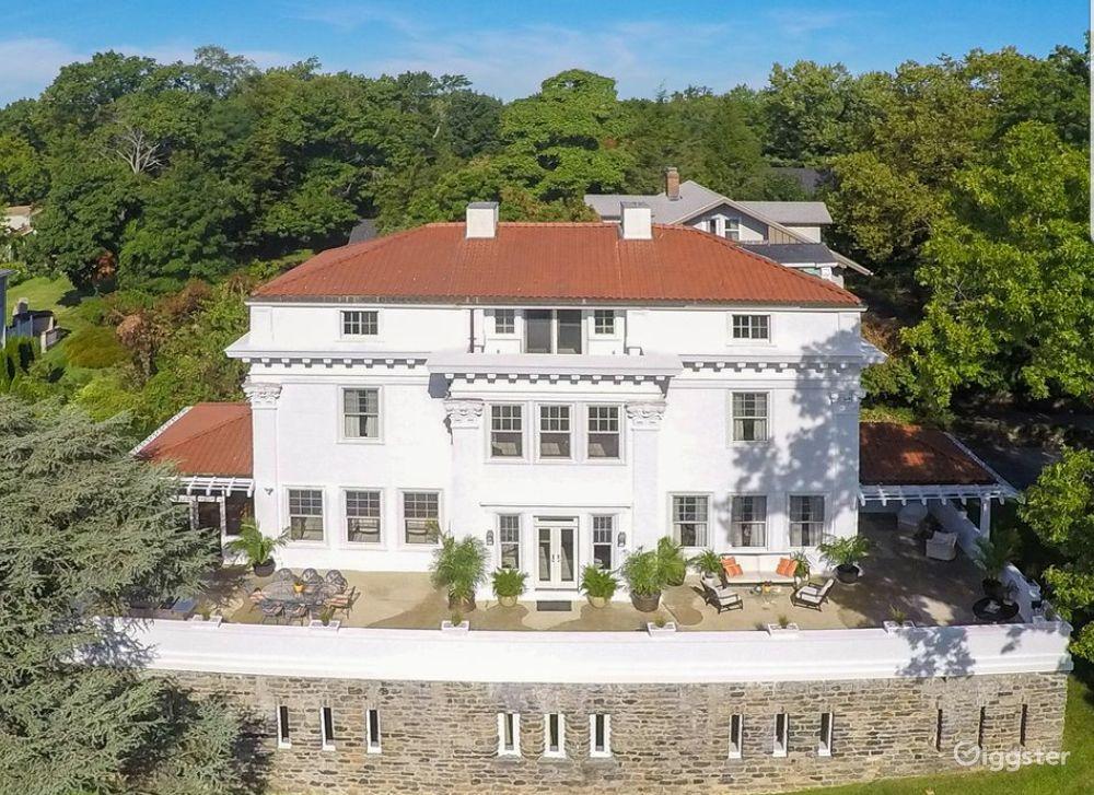 Elegant Mansion  Photo 1