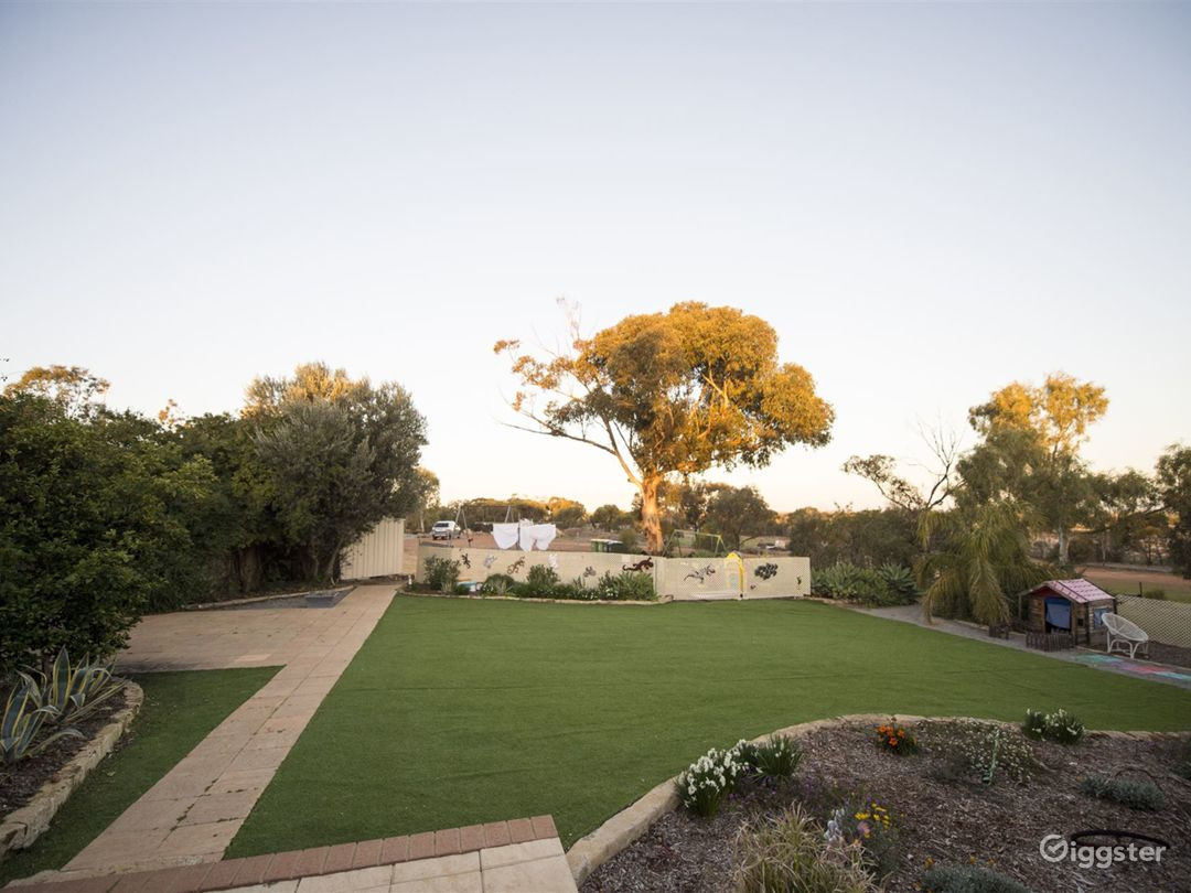 Outdoor Function Space and Garden for Weddings Photo 1