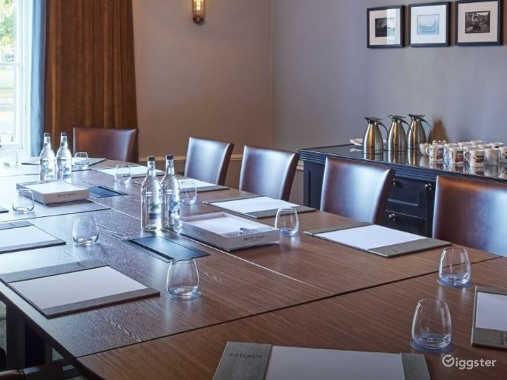 Well-lighted Boardroom in Edinburgh Photo 4