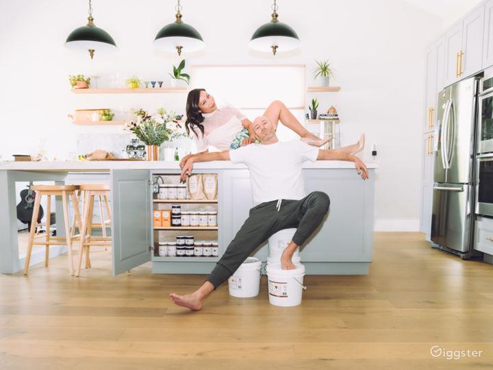 Gorgeous Modern Kitchen  Photo 2