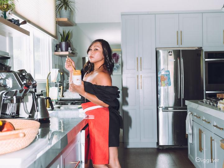 Gorgeous Modern Kitchen  Photo 3