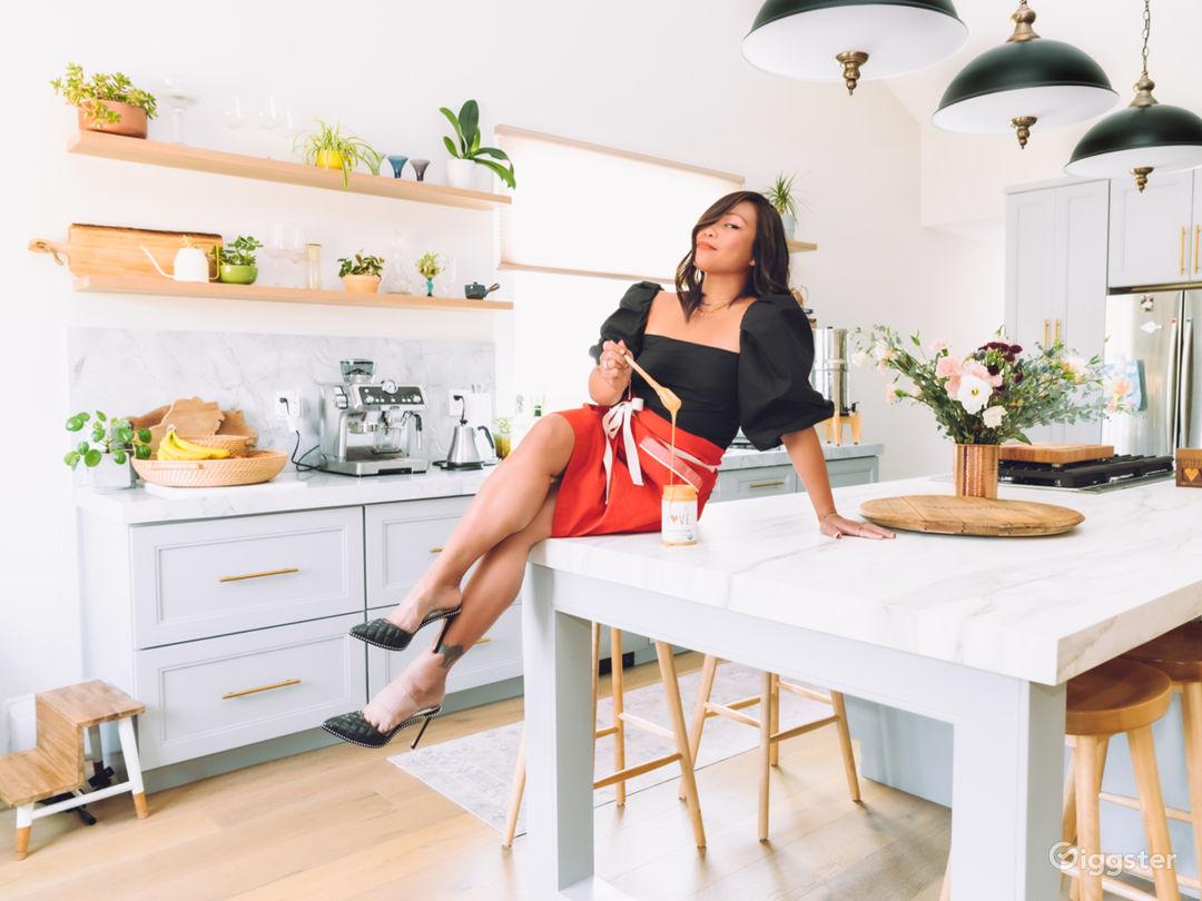 Gorgeous Modern Kitchen  Photo 1