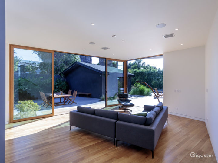 Skylight Sanctuary - Light-filled Modern Bungalow Photo 3