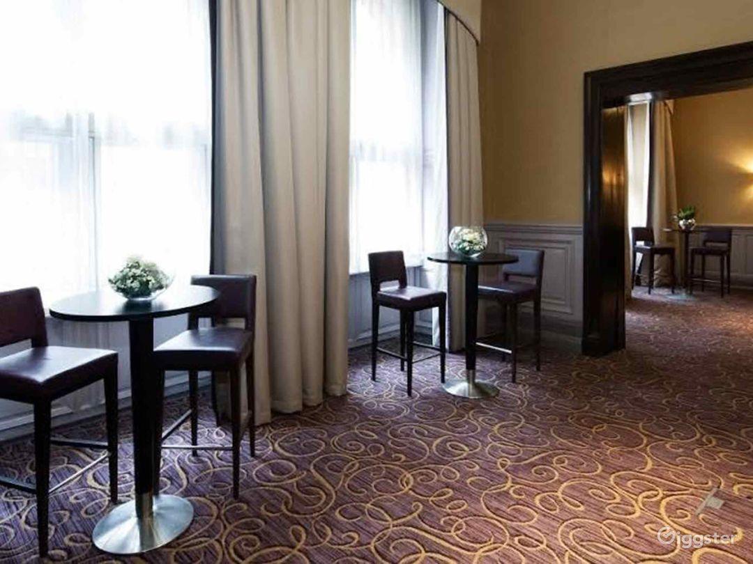 Elegant Queens Room in Glasgow Photo 1