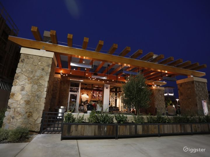 Fashionable Outside Dining in Cupertino Photo 2