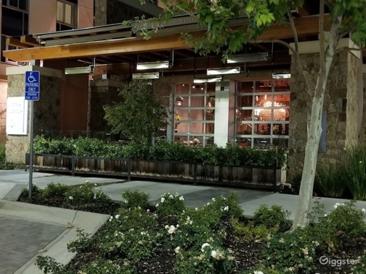 Fashionable Outside Dining in Cupertino Photo 3