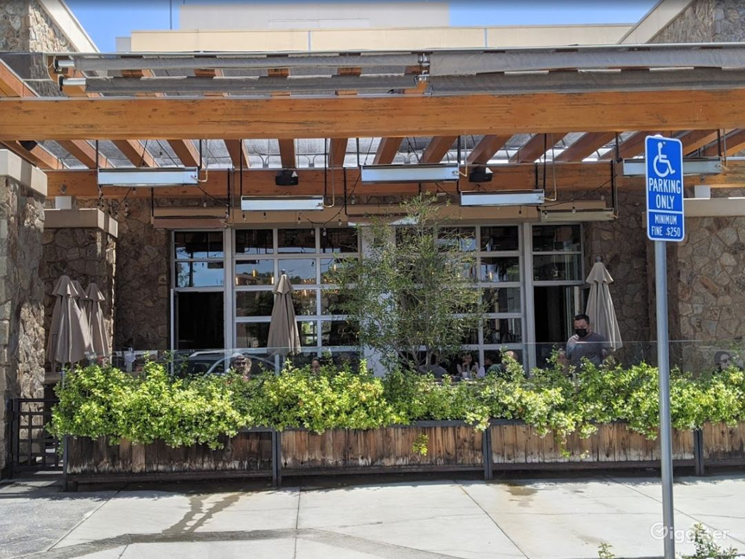 Fashionable Outside Dining in Cupertino Photo 1