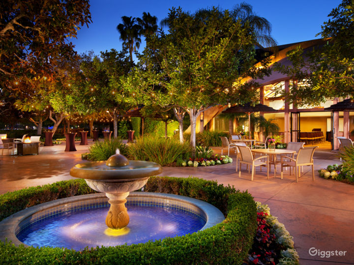 Anaheim Resort with lush landscaping, patios, pool Photo 4