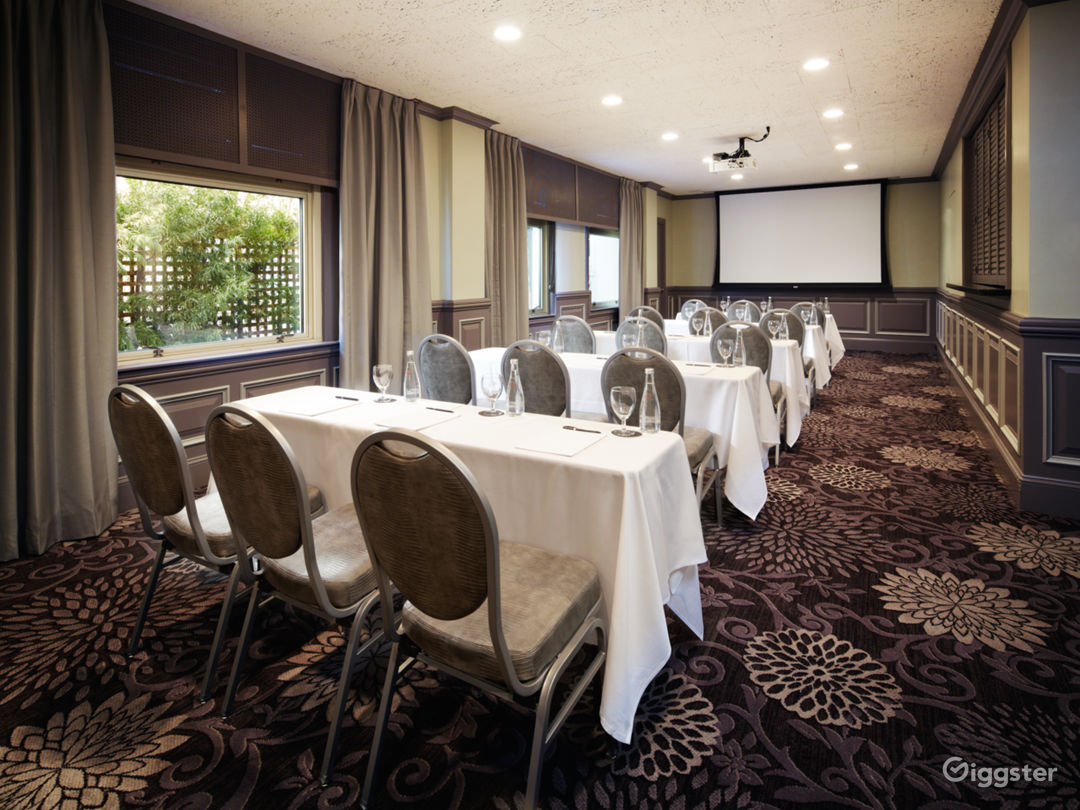 Fully Equipped Meeting Room with Natural Light Photo 1