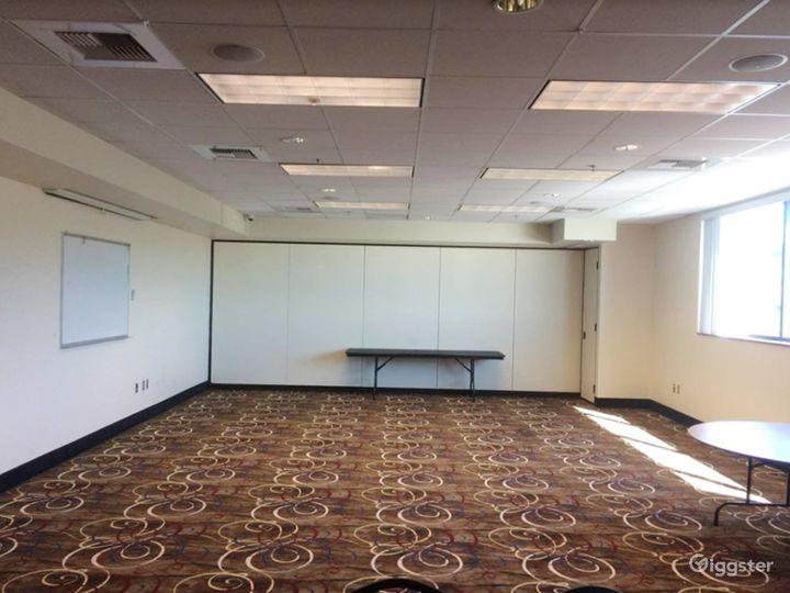 Contemporary Hotel Ballroom in Lincoln  Photo 4