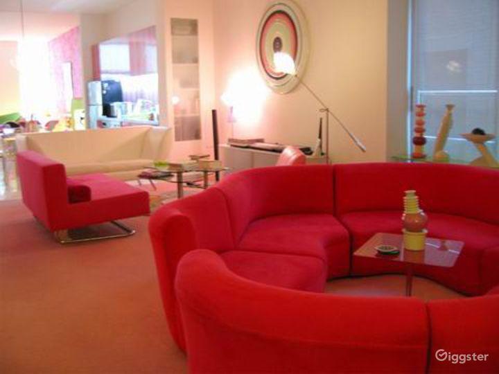 Colorful contemporary apartment: Location 3109 Photo 4