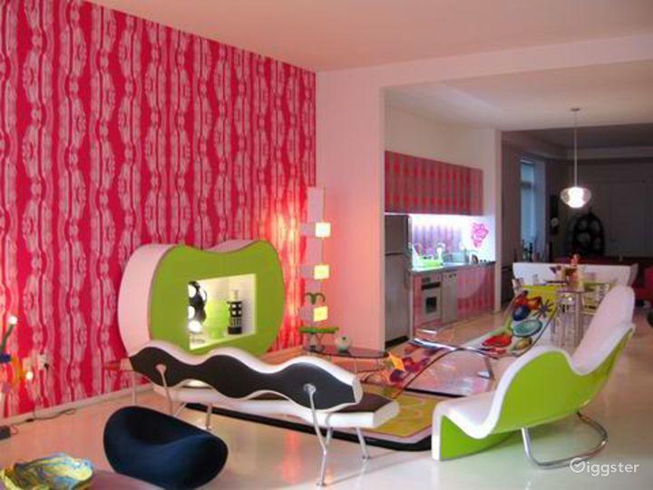 Colorful contemporary apartment: Location 3109 Photo 3