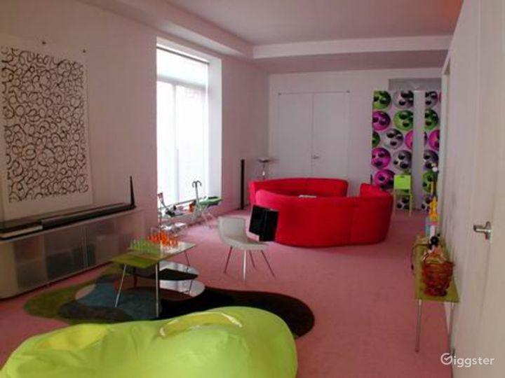 Colorful contemporary apartment: Location 3109 Photo 5