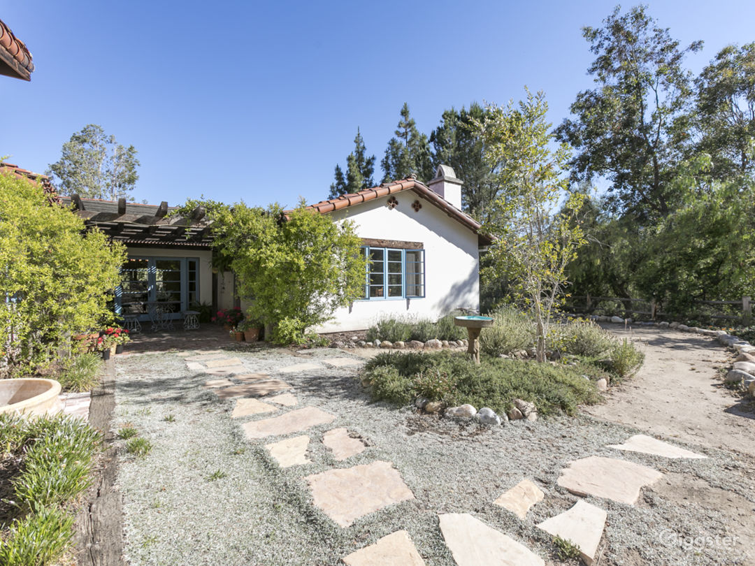 Spanish-Style Horse Ranch With View Photo 2