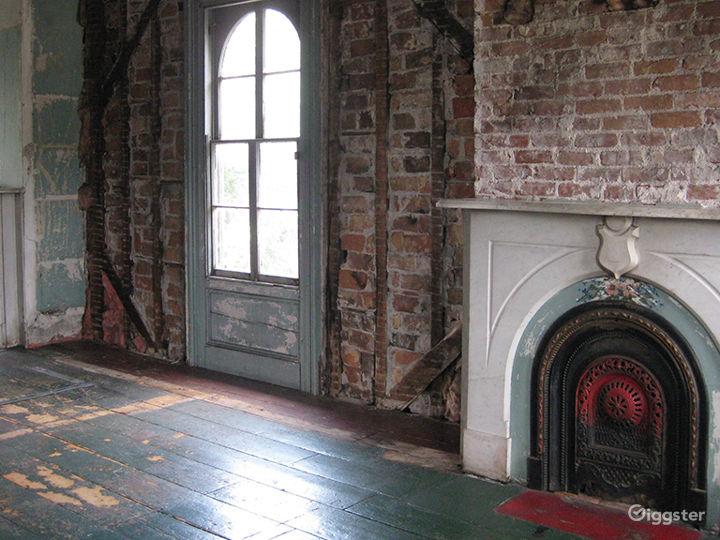Dilapidated, distressed mansion: Location 3166  Photo 2