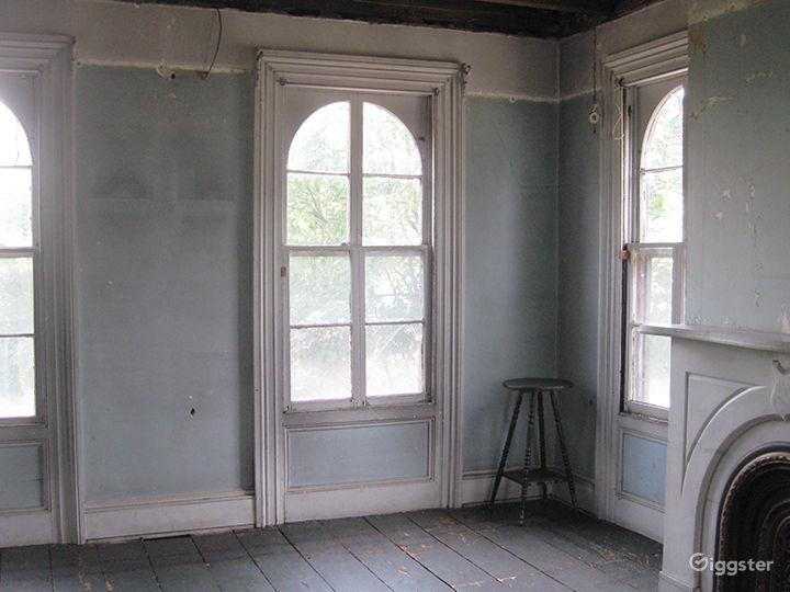Dilapidated, distressed mansion: Location 3166  Photo 3