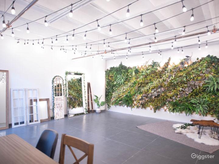 DTLA Boho Ivy Wall Studio with Mirrors 700sf Photo 2