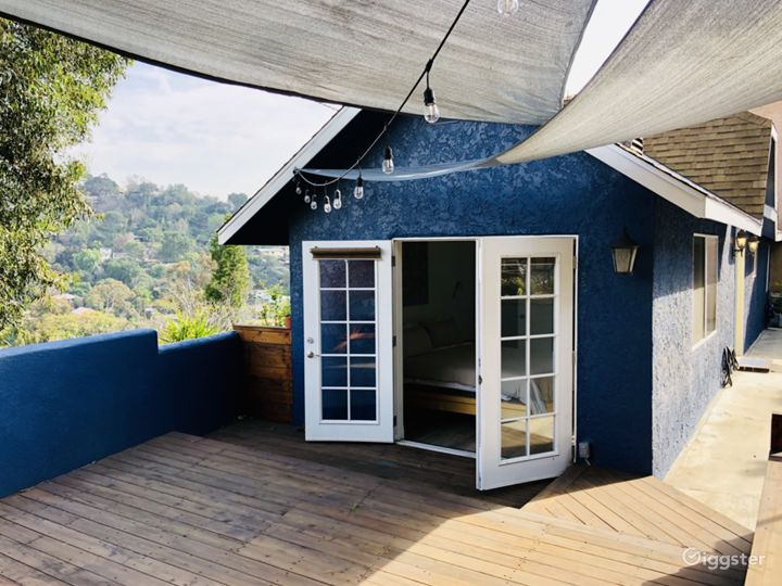 Light-flooded, Panoramic View Hillside Home and Op Photo 4