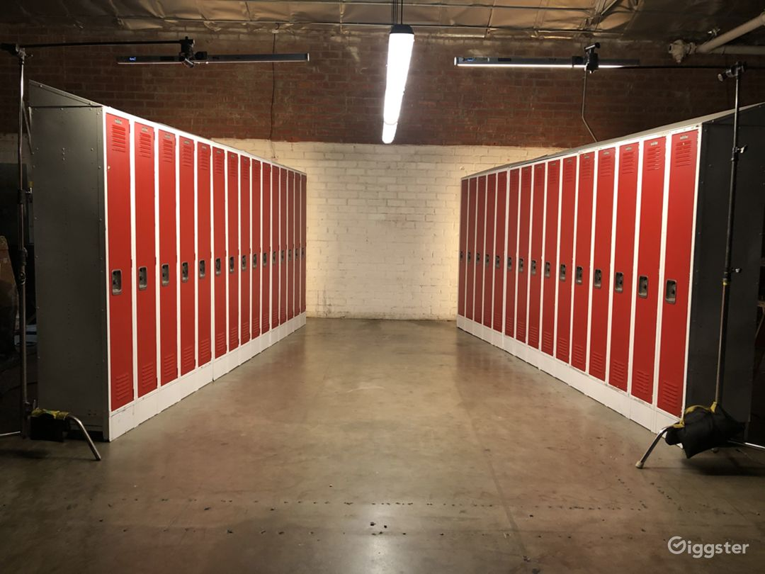 Locker-Room Standing Set