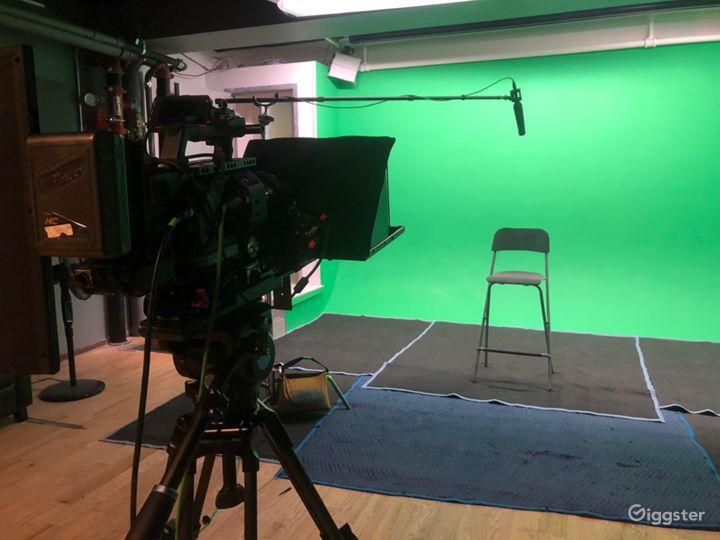 Green Screen Stage in Chelsea Manhattan  Photo 5