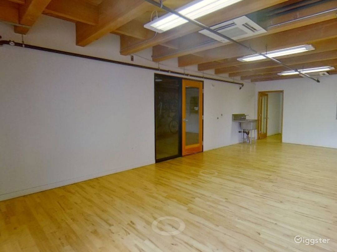 Sunny Mezzanine Suite  Photo 1