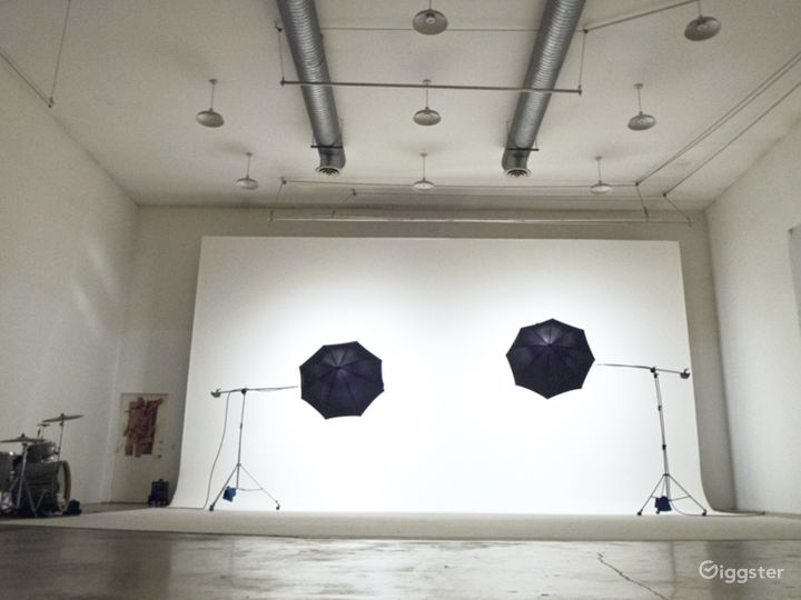 40 X 80 ft. shooting space with a 40 ft. cyclorama and 22 ft. ceilings.  Cyclorama Power: 360 Amps distributed to SIX 60 Amp Bates Outlets.
