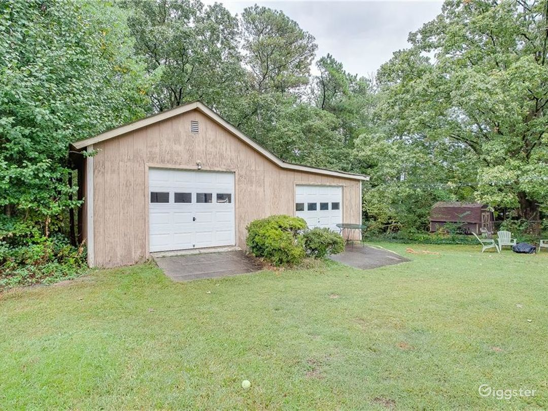 Bungalow with a Detached Garage and a Shed Photo 5