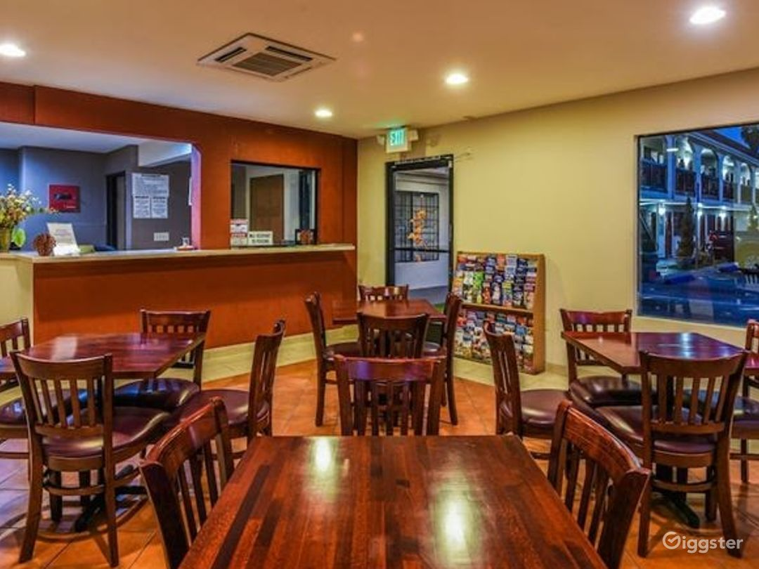 Great Dining Area with wooden furniture Photo 1