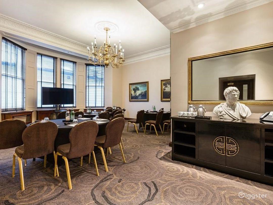 Luxurious Edwardian Room Edwardian in Cromwell Road, London Photo 1