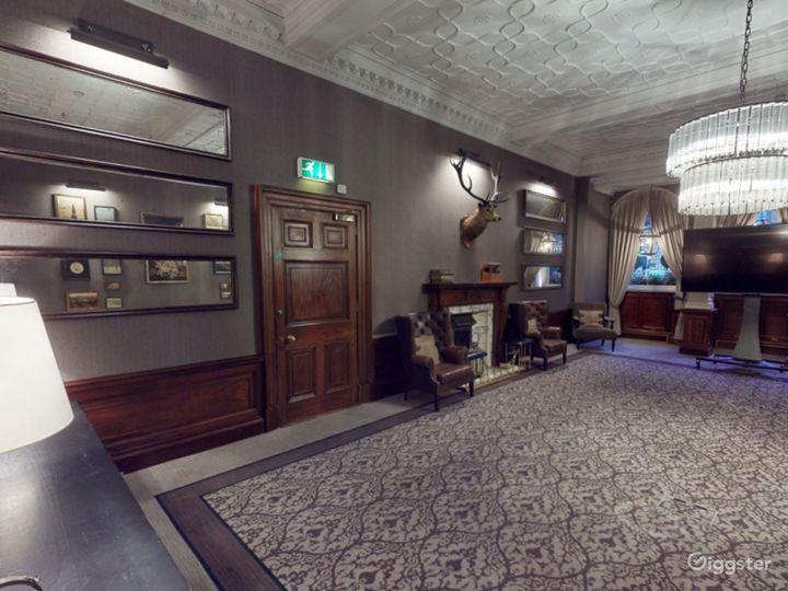 Elegant Library Room in Edinburgh Photo 4