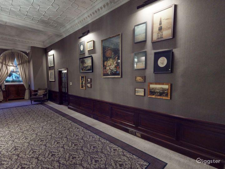 Elegant Library Room in Edinburgh Photo 2