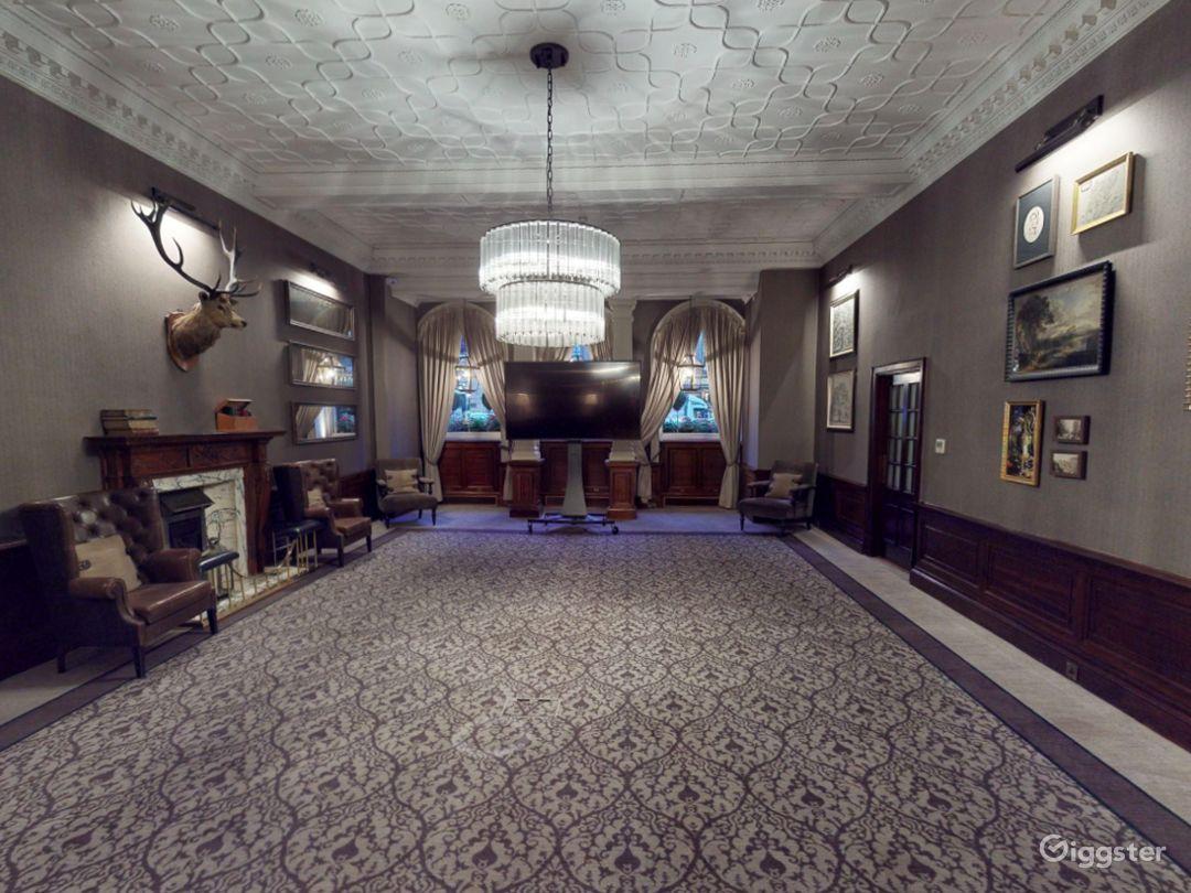 Elegant Library Room in Edinburgh Photo 1