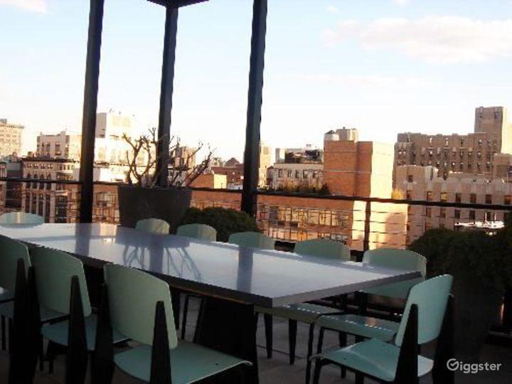 Modern, contemporary penthouse: Location 3327 Photo 3
