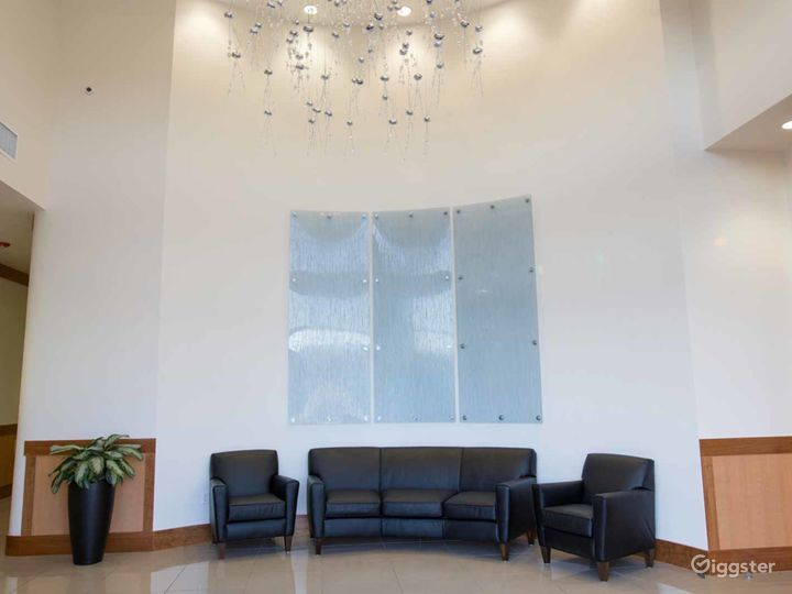 Elite Conference Room with 12′ Ceilings in Fresno Photo 4