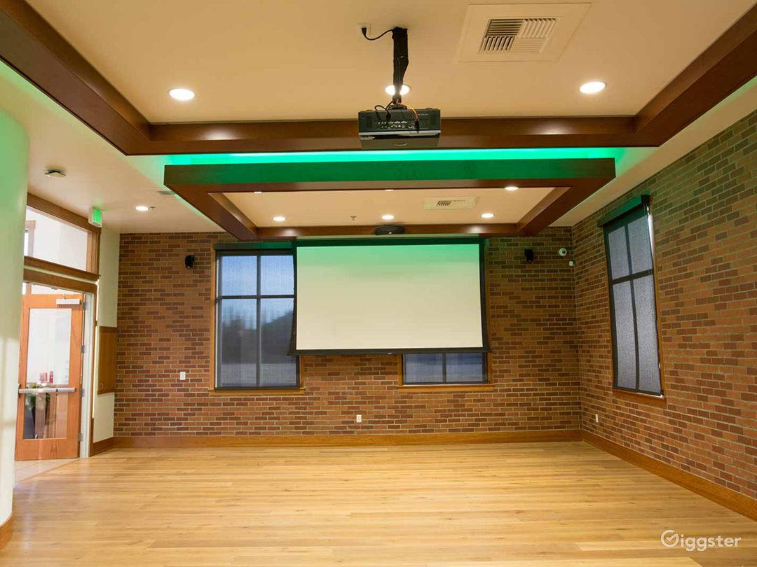 Elite Conference Room with 12′ Ceilings in Fresno Photo 1