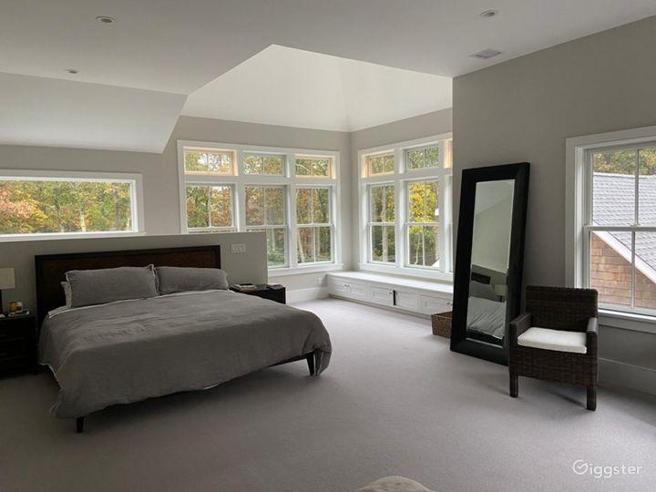 Contemporary Hamptons shingled home: Location 5270 Photo 3