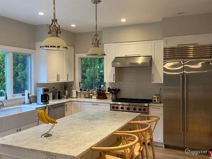 Contemporary Hamptons shingled home: Location 5270