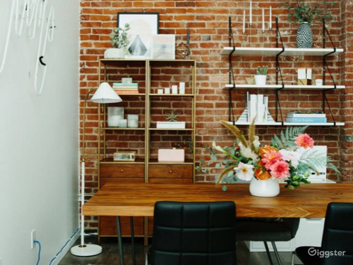Bright and Classy Interview Room in LA Photo 2