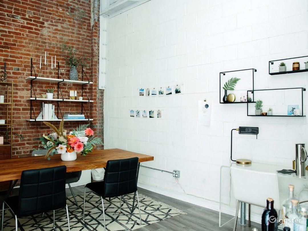 Bright and Classy Interview Room in LA Photo 1