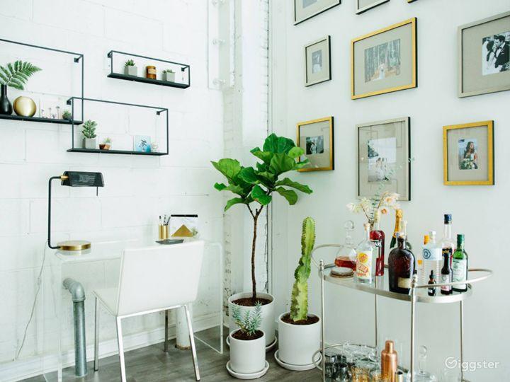 Bright and Classy Interview Room in LA Photo 5