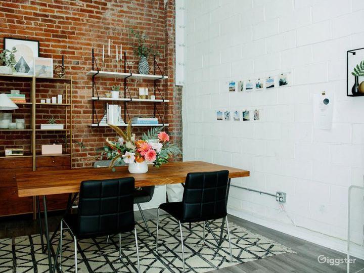 Bright and Classy Interview Room in LA Photo 4