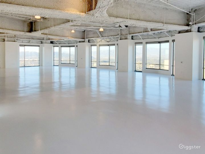 Largest Studio B, with Unparalleled Views of the Sunrise, downtown Los Angeles, and Dodgers Stadium Photo 3