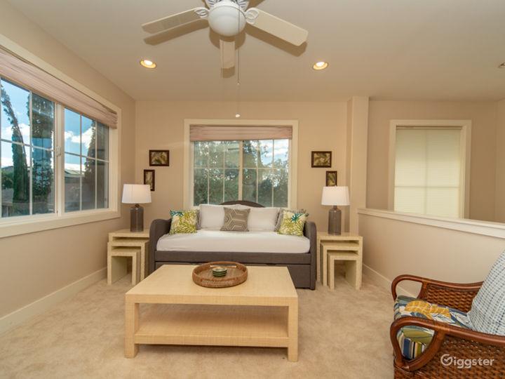 270 degrees of windows offer plenty of natural lighting